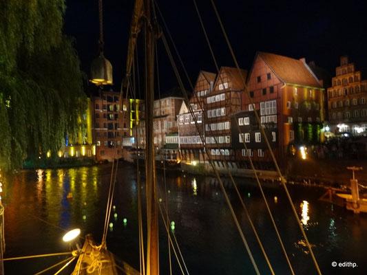 im alten Hafen bei Nacht