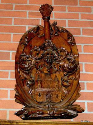 Wappen in Holz geschnitzt