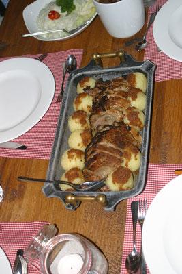 Echt bayrisch...ein Schweinsbraten mit Knödel