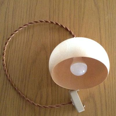 シェード・コード・LED電球(40W相当 電球色)のセットです(写真はナチュラル)