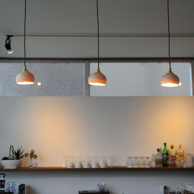 存在感のあるランプシェード(同デザインのナチュラルです)