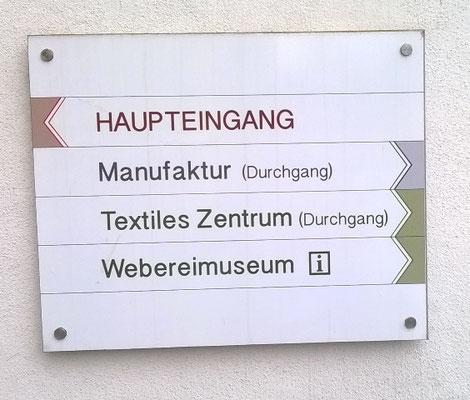 Eingangsschild zum Textilen Zentrum Haslach. Ausstellungsort der Quilttriennale 2019