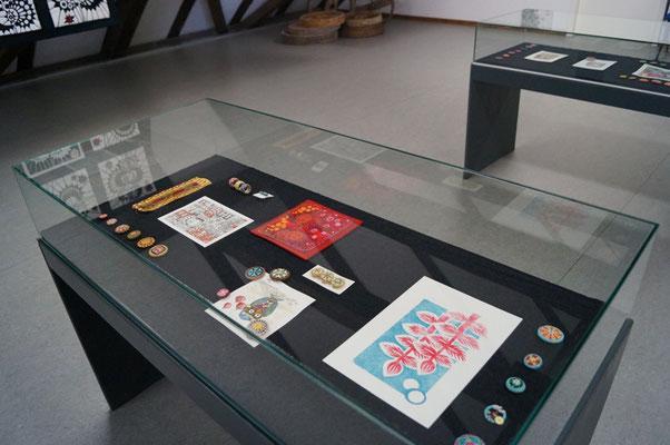 Einblick in die Ausstellung : UNIKATE - Knopfkunst und Kunstquilt im Knopfmuseum Bärnau