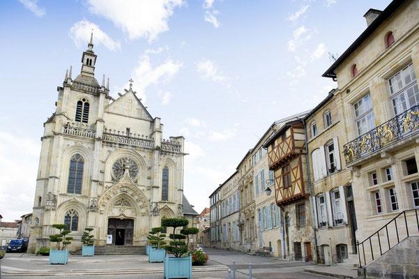 Place saint Pierre, ville haute.
