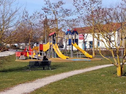 Jeux pour enfants et promenades parc François Mitterand