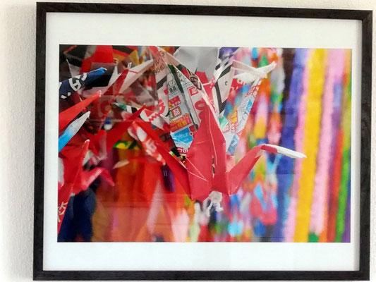 Photo de détail de grues en origami (des milliers faites par les enfants de tout le Japon prise à Hiroshima sur le mémorialde la désastreuse