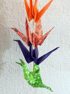 Origami de grues faites en famille.