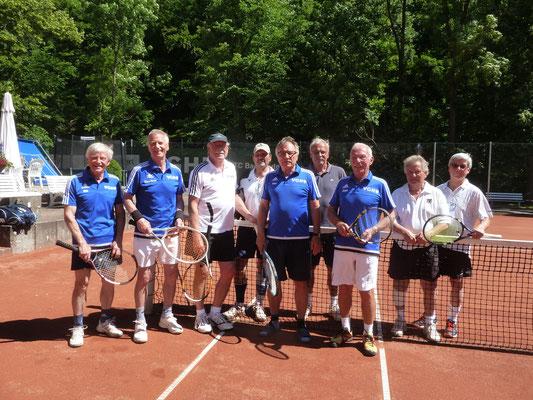 TC 1 Senioren vorn v.lks.: Otto Matzenauer,  Klaus-Dieter Jahn, Karl-Heinz Ziegenbein, MF Peter Lehnen, Jürgen Breitenstein