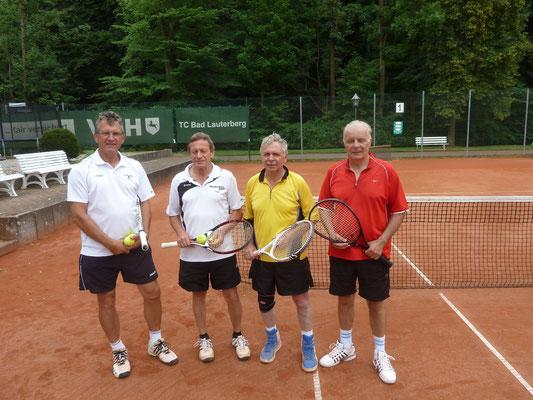 Endspielteilnehmer v.lks Klaus Maaß und Hans Hoffmann (Barbis) sowie Frank Roth und Bernd Watterott aus Bad Sachsa