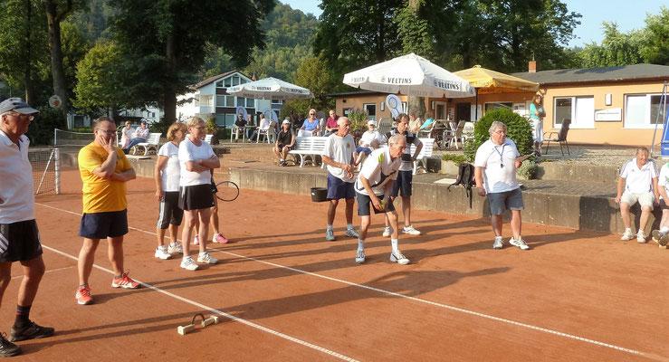 Tennisball rollen.