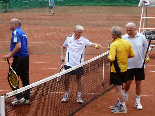 Der Gastgeber mit Karl-H. Ziegenbein und Otto Matzenauer traf auf den Vorjahressieger Frank Roth und Bernd Watterott