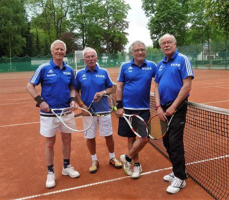 Halten die Klasse (v.l.): Klaus-Dieter Jahn, Jürgen Breitenstein, Peter Lehnen (Mannschaftsführer) und Karl-Heinz Ziegenbein haben nicht nur die beiden Doppel der letzten Partie gewonnen, sondern auch die Sommersaison 2016 erfolgreich gemeistert.