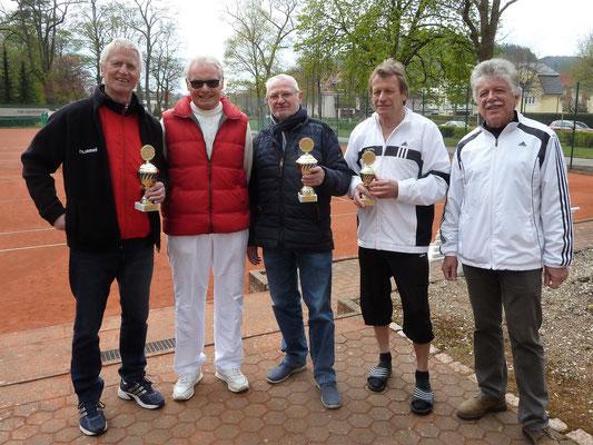Siegerfoto (von links): Klaus-Dieter Jahn (2. Platz), Organisator Otto Herbst, Sieger Jürgen Sablotny, Hans Hoffmann (3. Platz) und Gero Fröhlich (1. Vorsitzender TC Bad Lauterberg).
