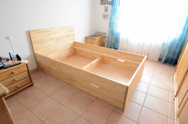 Bett in Birke