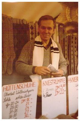Klaus Gerlach freut sich über das gute Geschäft Anfang der 80er Jahre.
