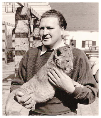 Vinzenz Hallas begann ca. 1960 Socken auf Krämermärkten zu verkaufen.