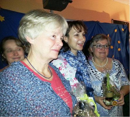 Auch Kerstin Stöckel, stellv. Vorsitzende des Fördervereins, und Uschi Neumann für die Betreuungskräfte verabschiedeten Ingrid Aszmutat und Erika Ostrowski mit kleinen Geschenken.