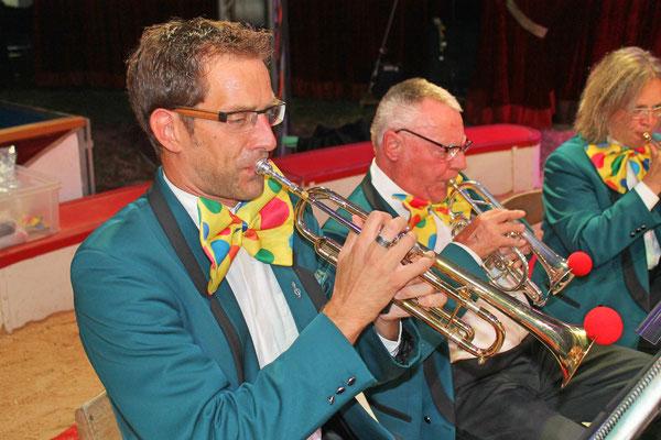 v.l. Daniel Widmer, Kurt Baumann Jacqueline Erismann; Auftritt im Zirkus Stey Dorfplatz Kölliken am 17. August 2018