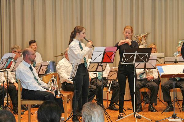 Geburtstagskonzert am 27. Oktober 2019 in der Arche Kölliken; «Die beiden kleinen Finken» Annamaria Gamp (links) und Anne Köhn (Flötenlehrerin)