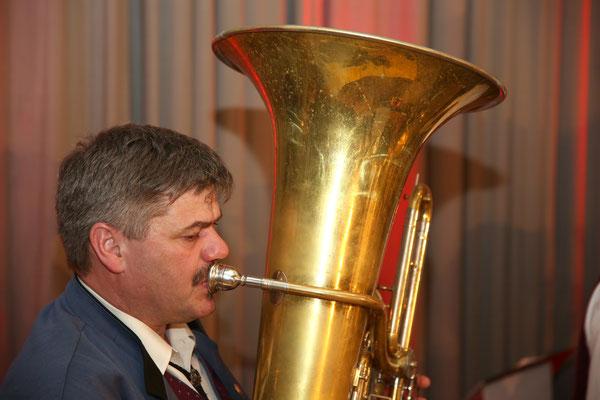 Martin Wietzel, Bass, MVU; Jubiläumskonzert «125 Jahre MGK» 02.04.2016 MGK und MVU (D); Foto: Ruedi Hunziker, Atelier Lightning, Kölliken