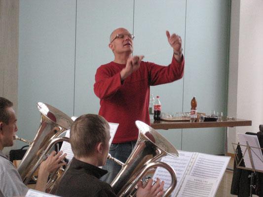 Dirigent Hansjörg Ammann; Probesamstag in der Arche am 6. März 2010