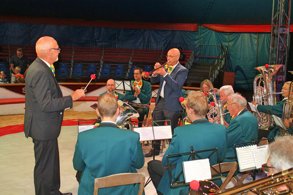 """Trompetensolo von Markus Brechbühl bei """"Easy Gloryland""""; Auftritt im Zirkus Stey Dorfplatz Kölliken am 17. August 2018"""