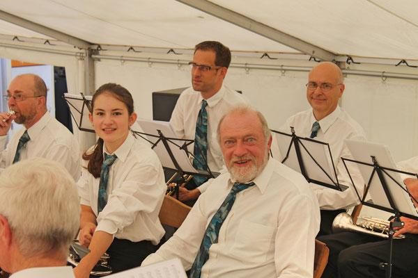 Konzert im Festzelt auf dem Dorfplatz am Sommernachtsfest vom 18. August 2019; vorne v.l. Röbi Messer (Cornet), Annamaria Gamp (Cornet) und Ruedi Schmid (Cornet); hinten v.l. Daniel Widmer (Trompete), Markus Brechbühl (Trompete)