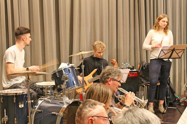 Probe vom 19. März 2018 Mehrzweckhalle; Claudius Ammann (Schlagzeug); Valentin Ammann (Bass); Linda Ammann (Percussion)