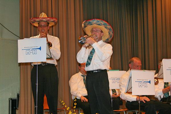 Daniel Widmer (links) und Robert Messer; Jahreskonzert 26. März 2011 Mehrzweckhalle Kölliken