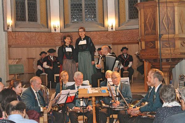 Kirchenkonzert mit dem Jodlerklub 9. Dezember 2018; Regula Kiechle (links), Helene Wagner