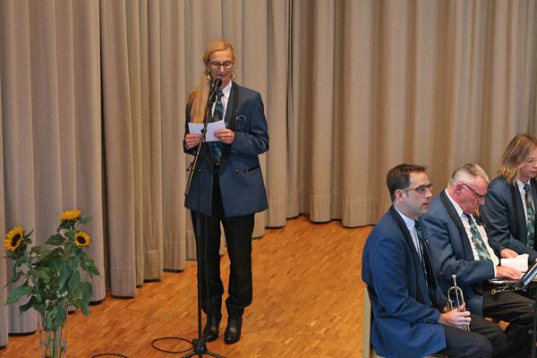 Geburtstagskonzert 28. Oktober 2018 Arche Kölliken; Co-Präsidentin Carolina Ammann begrüsst die Gäste