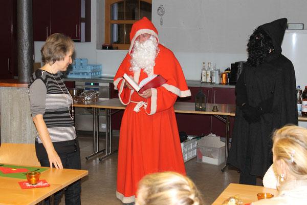 Daniela Zeltner (MGK-Vorstand), Sankt Nikolaus Lorenz Halder, Schmutzli Sämi Wälty; Jahresschlusshock 5. Dezember 2015 Matte Holziken