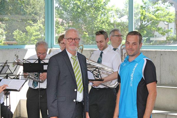 Empfang der Turner vom Eidg. Turnfest Bahnhof Kölliken 23. Juni 2019; Apero beim Schulhaus; Hansjörg Ammann, TV-Präsident Stephan Lerch