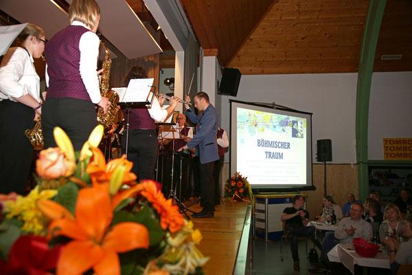 MGK und MVU spielen gemeinsam «Böhmischer Traum» dirigiert von Johannes Asal; Jubiläumskonzert «125 Jahre MGK» 02.04.2016 MGK und MVU (D); Foto: Ruedi Hunziker, Atelier Lightning, Kölliken