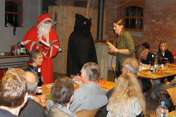 Sankt Nikolaus Lorenz Halder, Schmutzli Sämi Wälty, Stefanie Gretsch (MGK-Kassierin); MGK Jahresschlusshock 05.12.2015 Matte Holziken