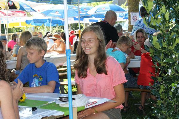 Valentin und Linda Ammann; Bundesfeier 1. August 2013 beim Strohdachhaus Kölliken