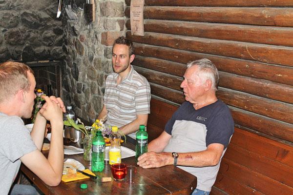 Hock (Grillieren) bei der Waldhütte Salamander Kölliken 1. Juli 2019; Matthias Zeltner (links), Kurt Baumann