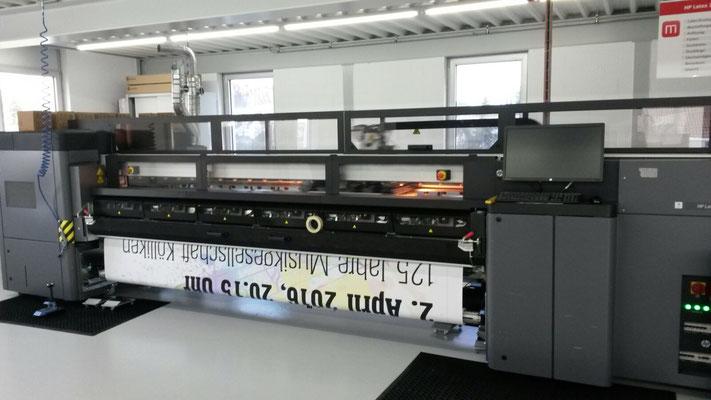 Produktion der vier Blachen «Jubiläumskonzert MGK 2. April 2016» bei Marzohl Werbetechnik AG, Reinach AG