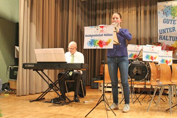 Jahreskonzert vom 23. März 2019 MZH Kölliken; Jungmusikantin Annamaria Gamp (begleitet von Musiklehrer Hansjörg Ammann)