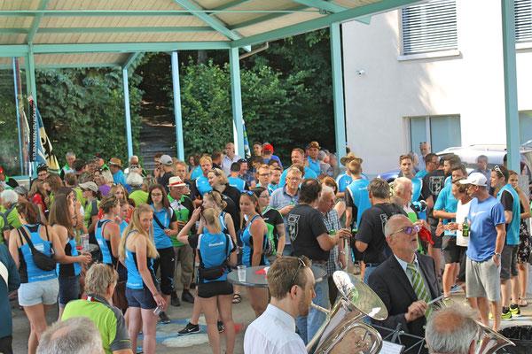 Empfang der Turner vom Eidg. Turnfest Bahnhof Kölliken 23. Juni 2019; Apero beim Schulhaus