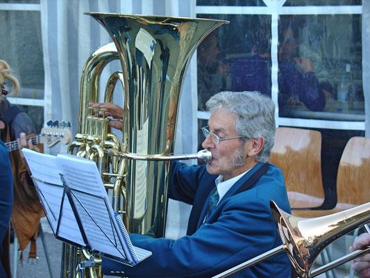 Sepp Ottiger; Kölliker Beizlifest, Ständchen beim Gemeindehaus am 3. September 2010.