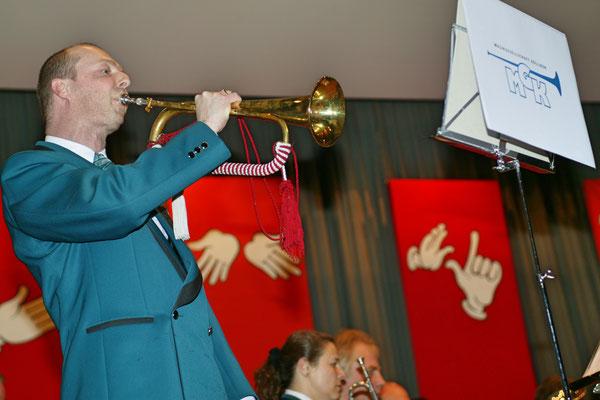 Jahreskonzert 19. März 2005; Hansjörg Ammann 20 Jahre MGK-Dirigent; Solo Robert Messer