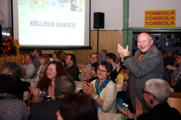 Kurt Brogli (stehend), Komponist des Kölliker Marsches; Jubiläumskonzert «125 Jahre MGK» 02.04.2016 MGK und MVU (D); Foto: Ruedi Hunziker, Atelier Lightning, Kölliken