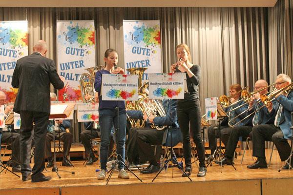 Jahreskonzert vom 23. März 2019 MZH Kölliken; Solo von Annamaria Gamp und Flötenlehrerin Anne Köhn bei «Die beiden kleinen Finken»
