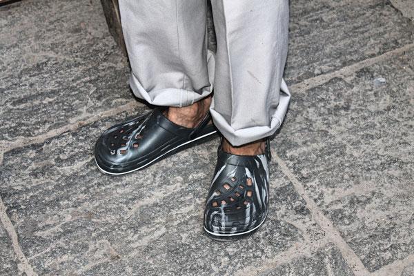 Hock (Grillieren) bei der Waldhütte Salamander Kölliken 1. Juli 2019; Schuhe von ?