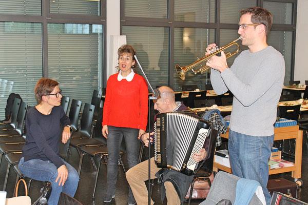 Probesamstag 24. November 2018 mit dem Jodlerklub Kölliken in der katholischen Kirche; v.l. Helene Wagner, Regula Kiechle, Martin Flury, Dani Widmer «De Trompeter»