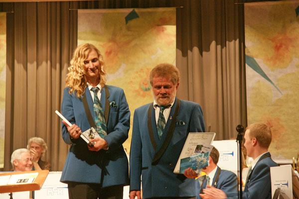 Ernennung von Carolina Ammann und Lui Huber zu Ehrenmitgliedern der MGK (je 20 Jahre Aktivmitglied); Jahreskonzert 23. März 2013 Mehrzweckhalle Kölliken