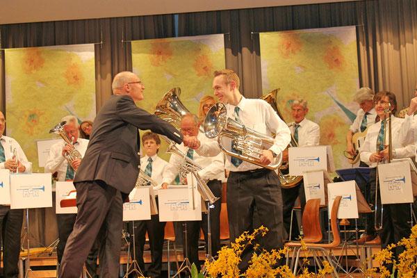 Dirigent Hansjörg Ammann, Präsident Matthias Zeltner; Jahreskonzert 29. März 2014 Mehrzweckhalle Kölliken