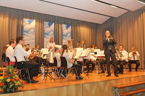 «A Swinging Safari» (Komposition von Bert Kämpfert); Trompetensolo von Hansjörg Ammann (Dirigent); Jahreskonzert vom 1. April 2017 in der Mehrzweckhalle Kölliken