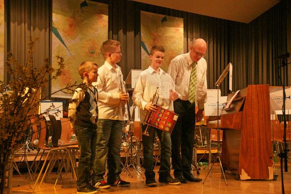 Jungmusikanten Noé Maibach, Roman Lüscher, Jens Arnold, Musiklehrer Hansjörg Ammann; Jahreskonzert 23. März 2013 Mehrzweckhalle Kölliken